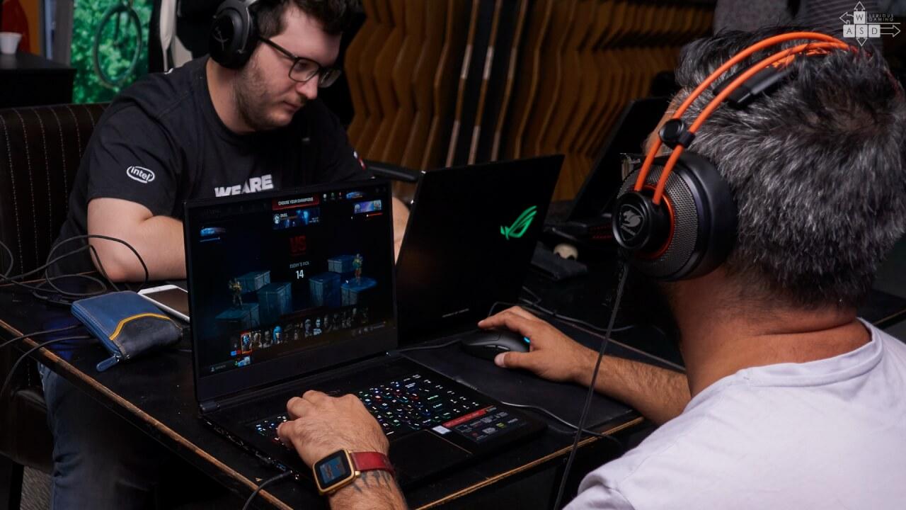 Teste laptop-uri la Nexus | WASD